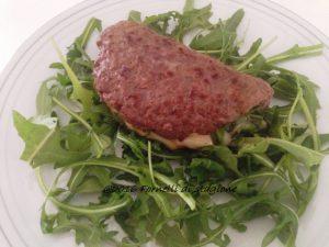 Hamburger con rucola e formaggio