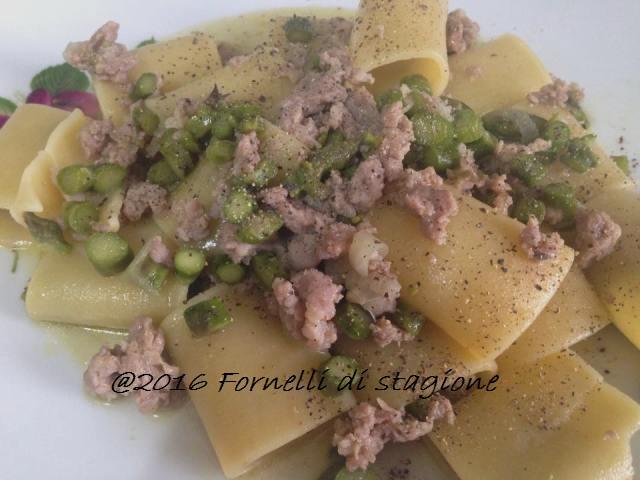 paccheri asparagi e salsiccia